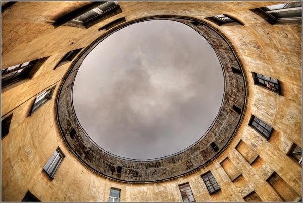 Двор-кольцо в доме Петровых, дом купцов Устиновых