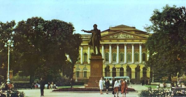 пушкин около русского музея