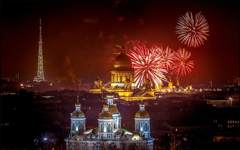 Salyut-v-Sankt-Peterburge_1